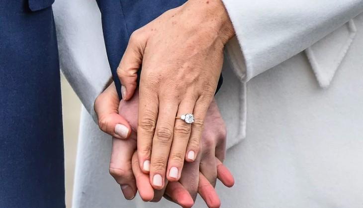 The royal wedding tributes to Princess Diana