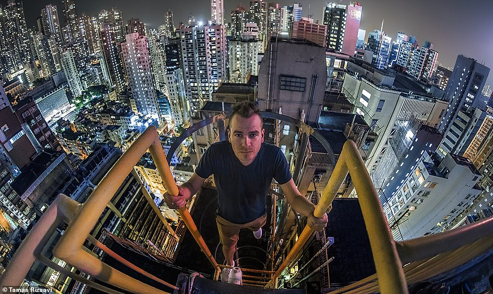Daredevil photographer risks his life for pictures