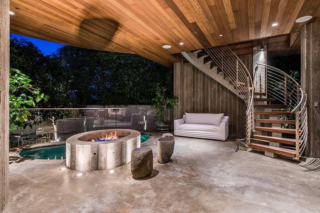 Pamela Anderson Lists $15M Malibu Home for sale
